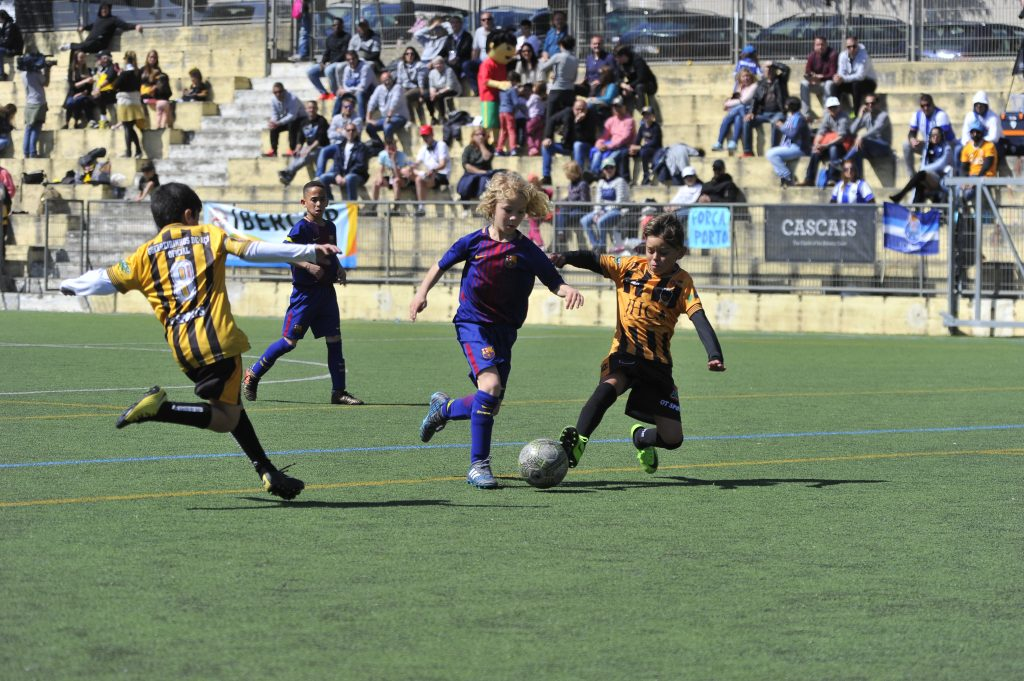 IberCup Cascais - young players on the ground - Road to Sport