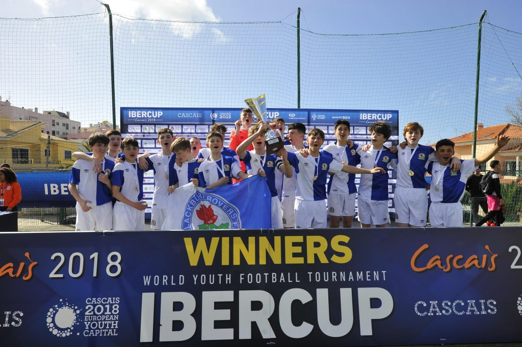 IberCup Cascais - the winners with the cup - Road to Sport