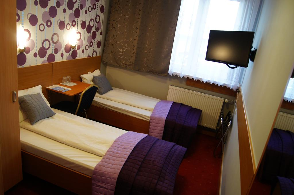 Swimming pool Wroclaw - hotel room - Road to Sport