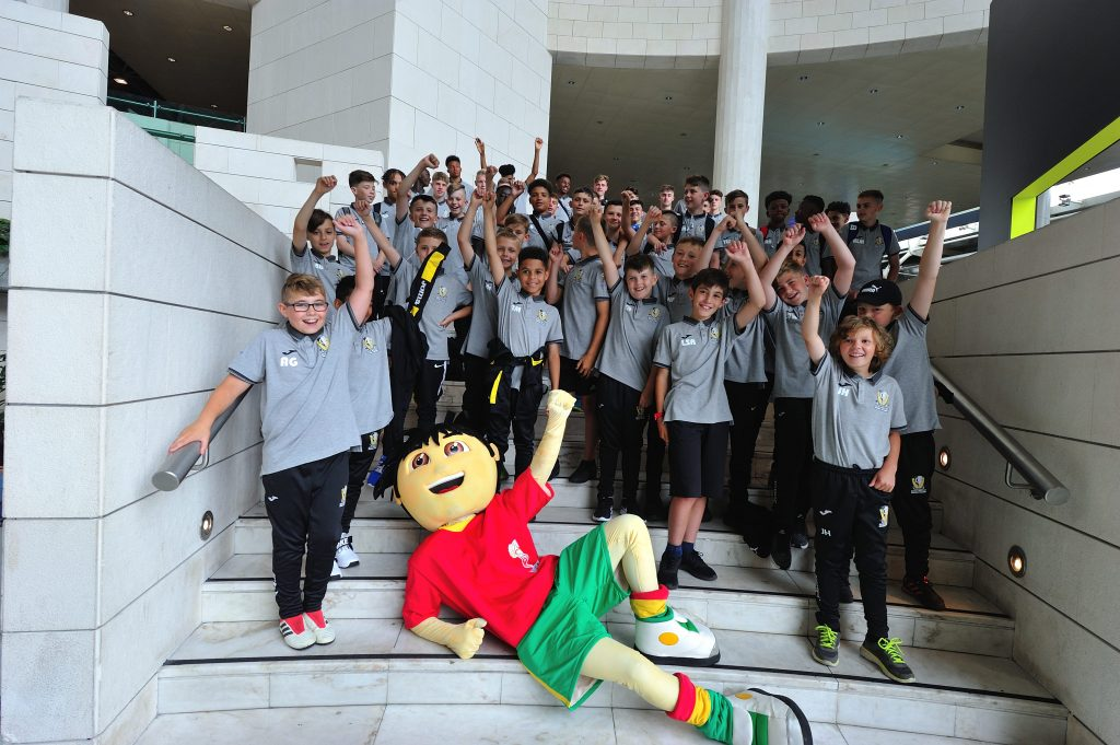 IberCup Estoril - team and mascot - Road to Sport