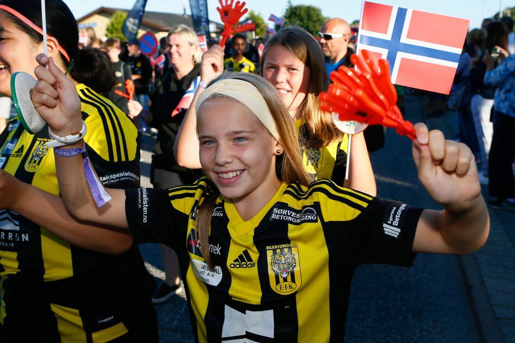 Dana Cup - uśmiechnięta dziewczyna na turnieju - Road to Sport