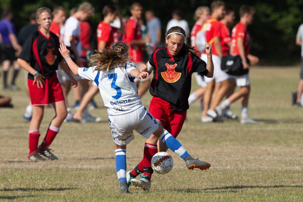 Dana Cup - dziewczyny na boisku - Road to Sport