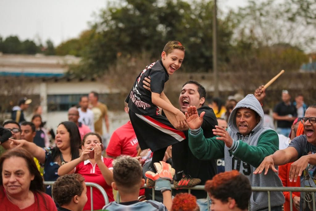 IberCup Brazil - cheering people - Road to Sport