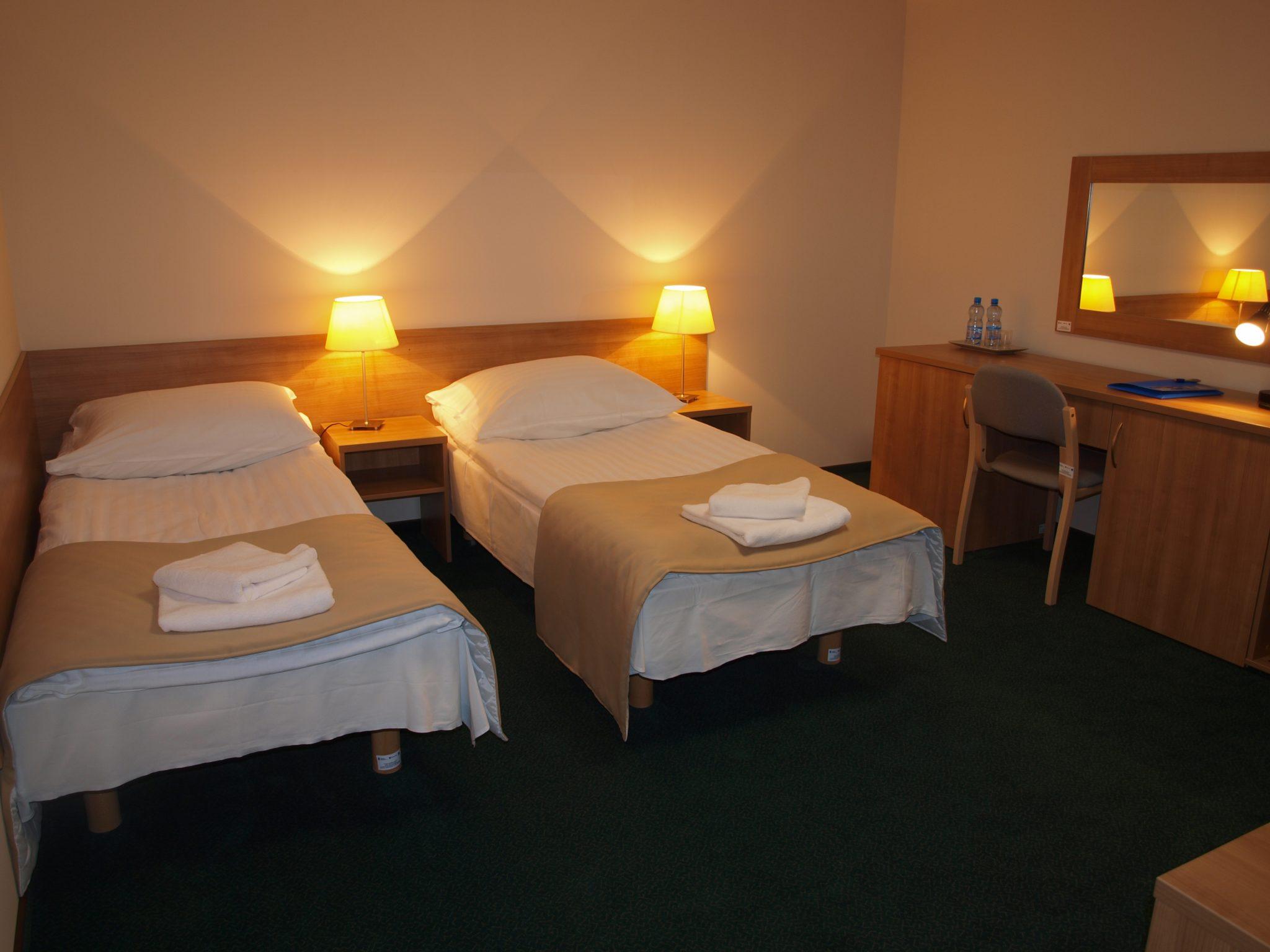 Swimming camps Oświęcim - hotel bedroom - Road to Sport