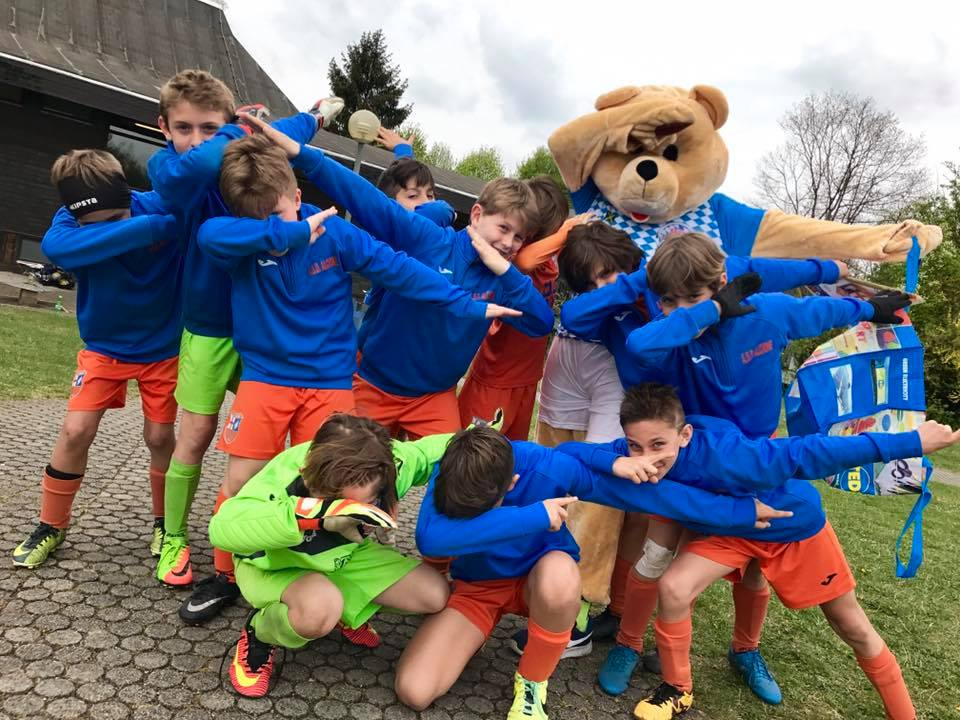 Bayern Soccer Cup - team with the mascot - Road to Sport