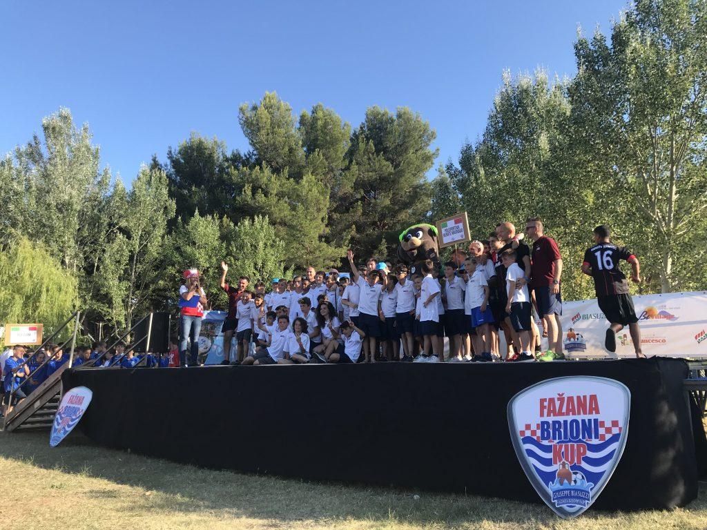 Fazana Brioni Kup - players on the platform - Road to Sport