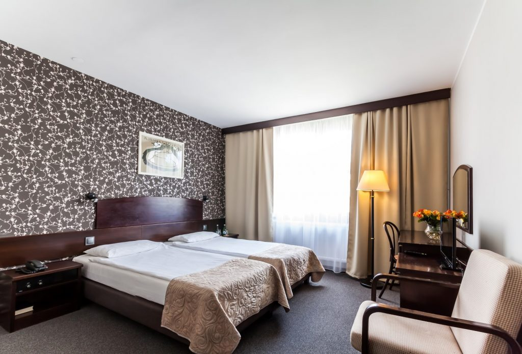 Obozy sportowe Kraków - sypialnia hotelowa
