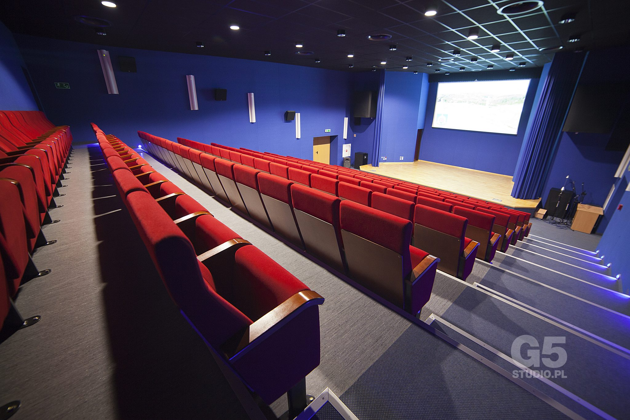 Pro football camps - Hotel Mistral cinema hall - Road to Sport